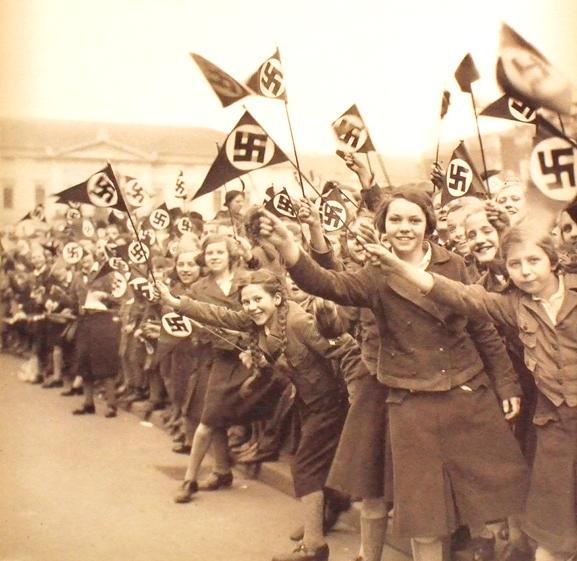 Hitler Girls - Nazi Youth (1)