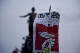 Protest solidarnosti sa ubijenim radnicima Šarlija Ebdoa u Parizu
